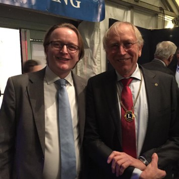 ICT officer links en de president Lions Son en Breugel rechts
